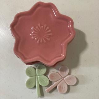 お花の陶器ケースと箸置き