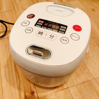 白の炊飯器 最大4号まで炊けますの画像