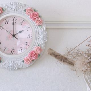 エレガントでアンティークな掛け時計です