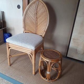 藤イス1客と小さな椅子