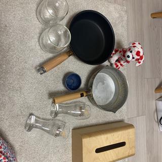 フライパン、お鍋、ダブルウォールグラス、ティッシュ箱の画像