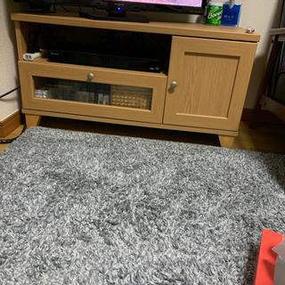 テレビ台、ソファー、照明、ベット
