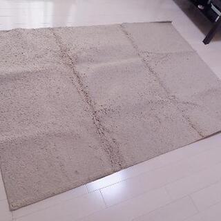 ニトリのラグ 130cm × 185cm