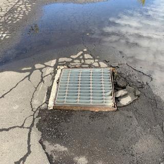 店舗前 駐車場等の舗装 水溜り直しませんか?