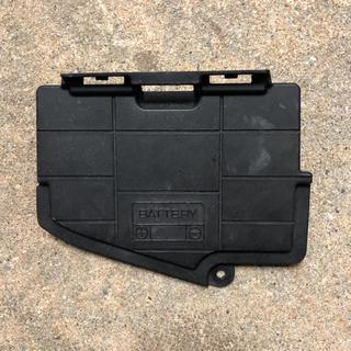 スカイウェイブCJ44、45、46 バッテリーカバー 中古品