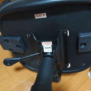 事務用イス肘付き、ガス式調整。座面のヘタレなし使用可能 - 名古屋市