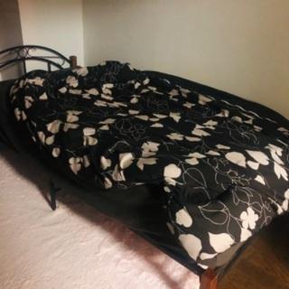 シングルベッドとカーペット無料で差し上げます!