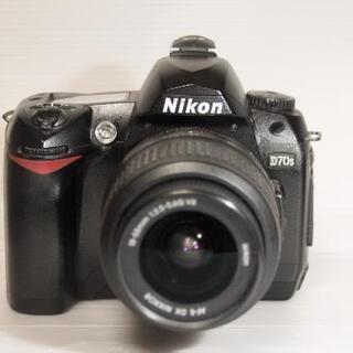 ニコン D70S デジタル一眼+ ズームレンズ18-55mm VRレンズの画像