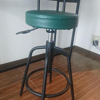 背もたれ付きのカウンターチェア 色:モスグリーン 重量:5.7kg