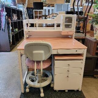 白×薄ピンク・カギ付き学習机