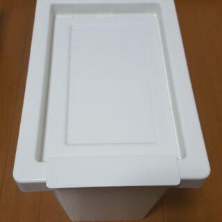 イケアゴミ箱です。