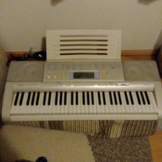 カシオ電子ピアノ LK-207
