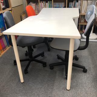 IKEA製の机と椅子セット