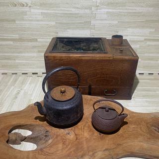 鉄瓶と茶道具入れ付き火鉢 茶机の画像