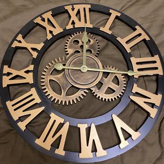歯車モチーフの掛け時計