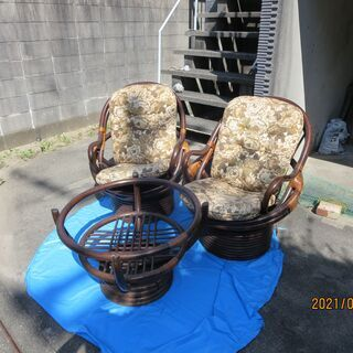 籐製の円形テーブル&椅子2却