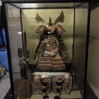 五月人形 雄山作 黒小札緋緘大鎧 ガラスケース付 オルゴール