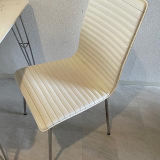 白い椅子2つセット