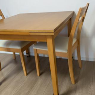 ニトリ 伸縮式ダイニングテーブル、椅子