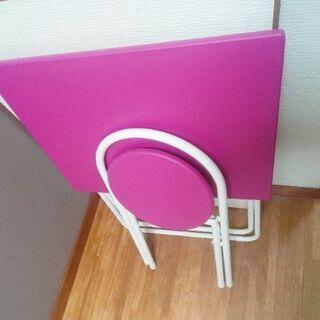 ピンクの折りたたみ式テーブル、椅子セット