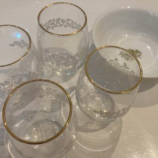 グラス4つとお皿