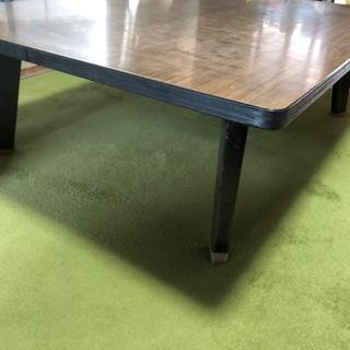 【ネット決済】木目調四つ脚テーブル、脚は折り畳み可能、床に座って...