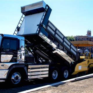 中型免許でOK♪舗装工事会社の資材運搬