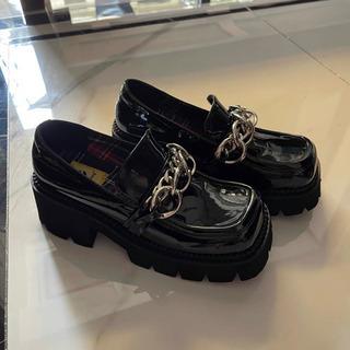 黒いアップ靴