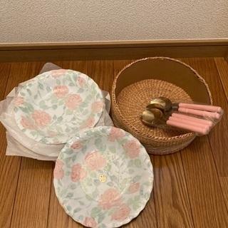 花柄お皿5枚スプーン5本籠付き