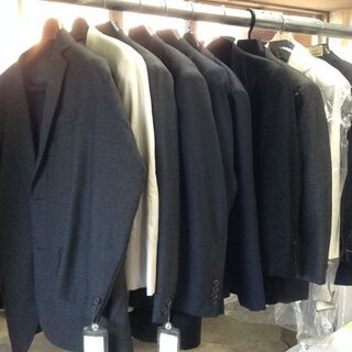 高級スーツ大量入荷!! 5~9割引!!超激安リサイクル価格でご提...