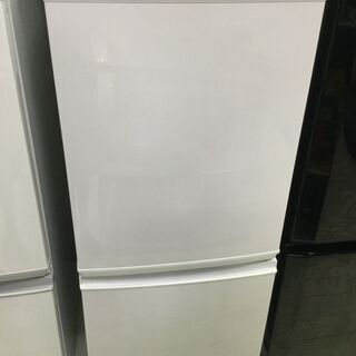 中古の冷蔵庫 SHARP SJ-D14A-W 2015年製です