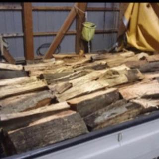 薪 今シーズン用の薪ストーブの薪の販売を開始します。