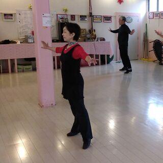 ダンスエクササイズの初心者コースを開講しています。