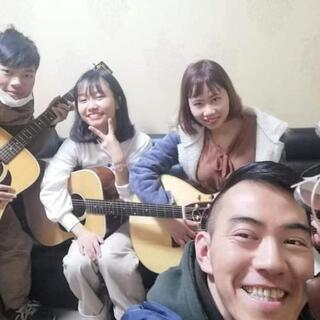 明るく元気な講師です!仙台の入門クラス弾き語り専門のギター…