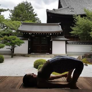 お寺でヨガをしよう!@くろ谷さん〈腰痛・肩こり・座骨神経痛…