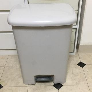ペダル式ゴミ箱 45リットル 傷、変色あり