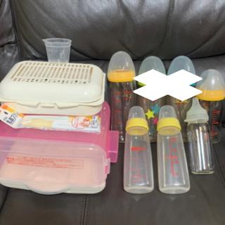 哺乳瓶 5本、消毒ケース、乳首ブラシ2本