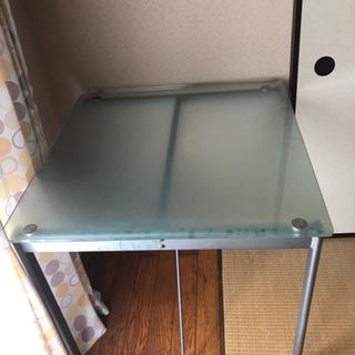 IKEA ガラスダイニングテーブルとイス