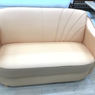 2人掛けのソファーあります!!