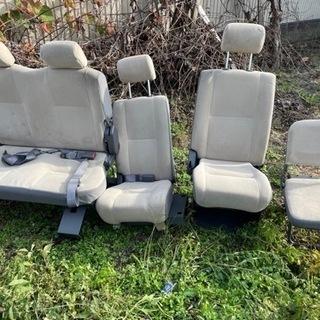 日産キャラバンの座席