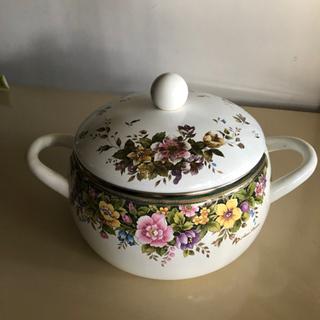 花柄のホーロー鍋