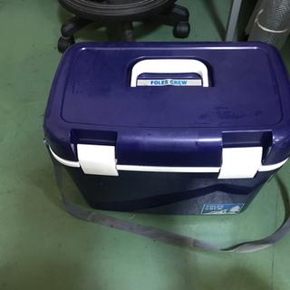 クーラーボックス 保冷容器