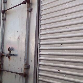 【ネット決済・配送可】4メートル以上の2トン車底床バンの倉庫用箱...