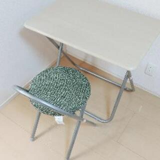 デスクと椅子の一式となります。お譲りします。