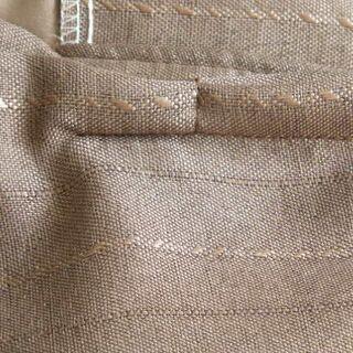 光沢のある厚めのカーテン