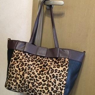 大きめレオパードのバッグ