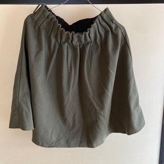 モスグリーンのスカート
