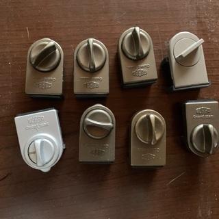 サッシ、引き戸用ロック 一個の価格 (全部で8個)