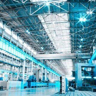 キレイな新工場での組立作業/NAG210614-6