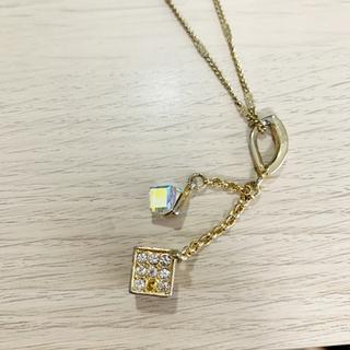 セシルマクビー キューブ型ネックレス
